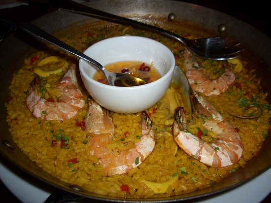 El Meson: Paella marinara for four (RM 118), with mussels, squid, prawns, clams and halibut in rich seafoo