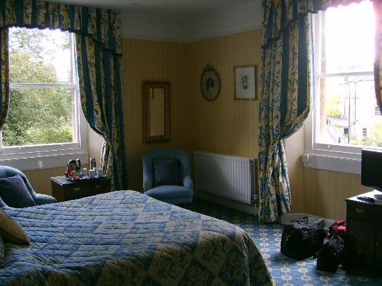 The Roseate Villa Bath: We had corner room with two windows