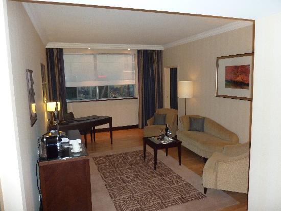 InterContinental Hotel Warsaw: Jr Suite Living Room