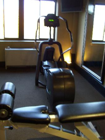 Inlet Tower  Hotel & Suites: small gym