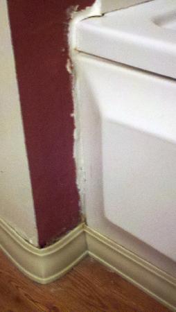 Red Roof Inns & Suites Savannah Airport Pooler : the repair job speaks for itself