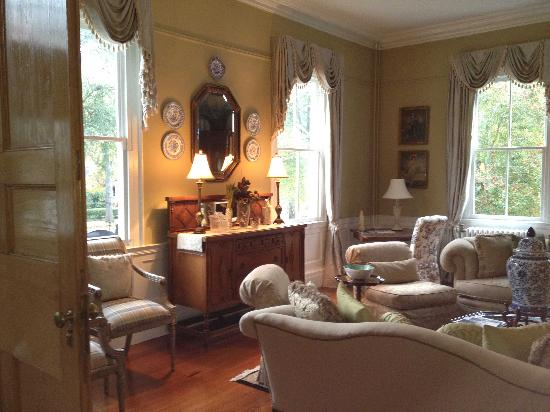 Camden House Bed & Breakfast : second lounge