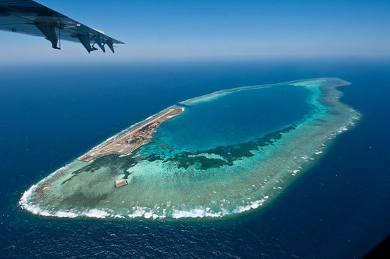 Avillion Layang Layang: Layang Layang Island