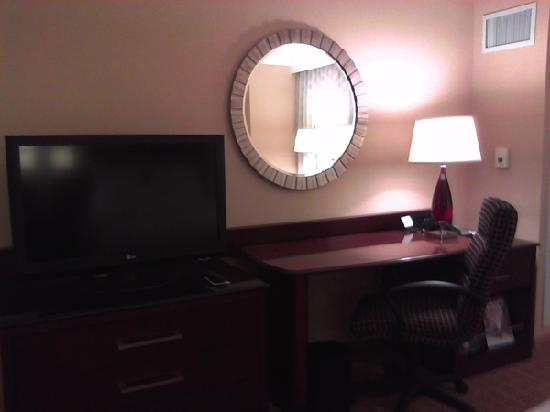 "Atlanta Airport Marriott Gateway: 37"" LCD TV and work desk"