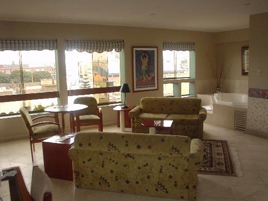 Daniel's Apart Hotel: Suite living room