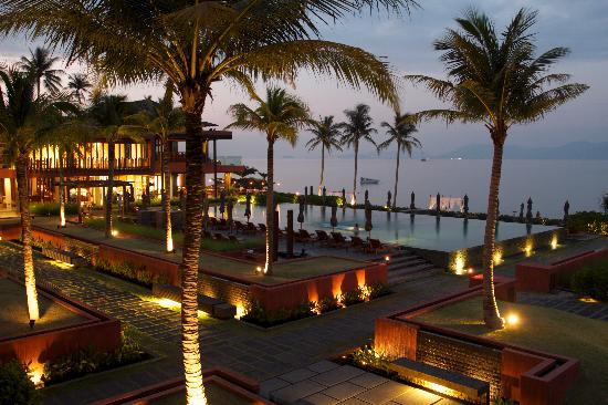 Hansar Samui Resort: The view from my hotel room at dusk