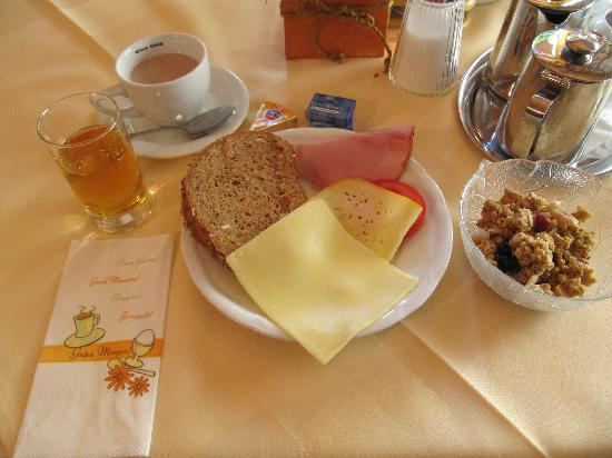Hotel-Gasthof zum Schwanen: Breakfast included