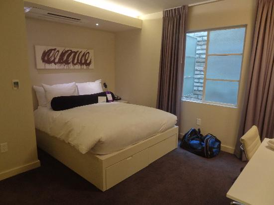 Hotel Keen: Small but attractive room