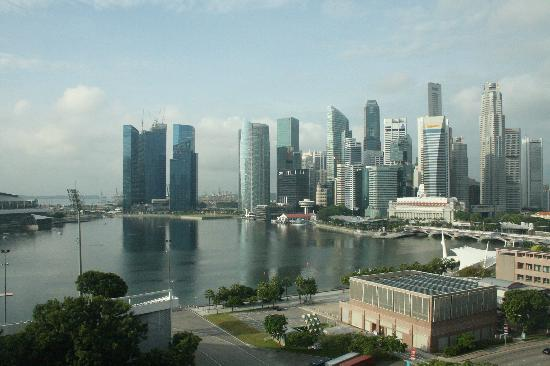Mandarin Oriental, Singapore: View of Esplanade Court from our room