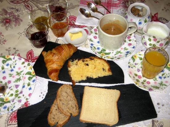 Bed in Versailles villa de la pièce d'eau des suisses : Breakfast