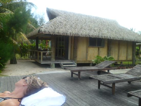 Muri Beach Hideaway: chillin on the deck