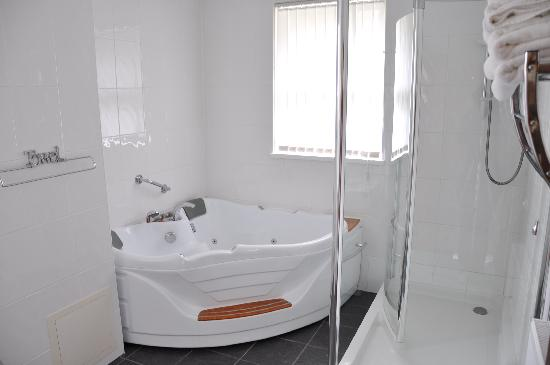 Mount Edgcombe: The Double Jacuzzi en suite to our Superior Room