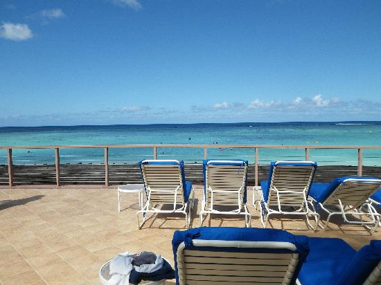 Outrigger Guam Beach Resort: One of many many many lounge areas