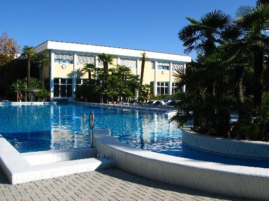 Abano Grand Hotel : открытый бассейн