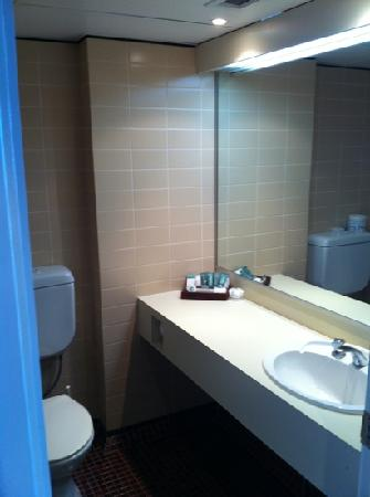 Rydges Gladstone Hotel: bathroom