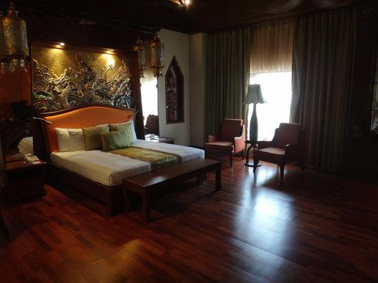"De Naga Hotel: The ""penthouse"" room"
