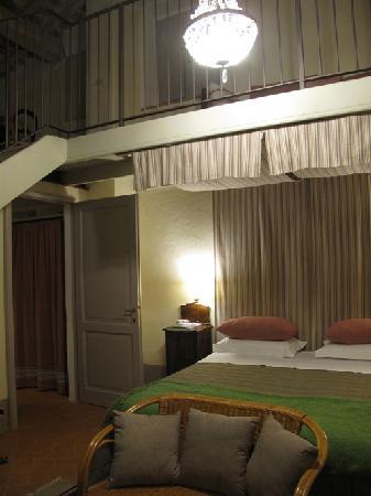 La Grencaia Bed & Breakfast: La Torre in night time
