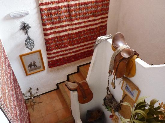 Gite Dayet Aoua : Escalera interior
