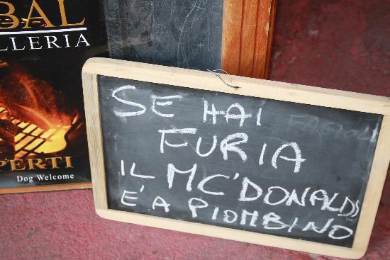 Castagneto Carducci, İtalya: se hai furia ..il mc donalds e' a piombino!!!