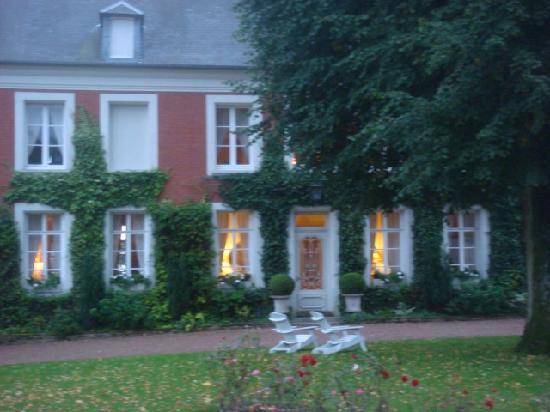 Le Manoir : Outside at dusk