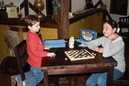 SIERRALOMA Refugio de Montana: board games @sierraloma