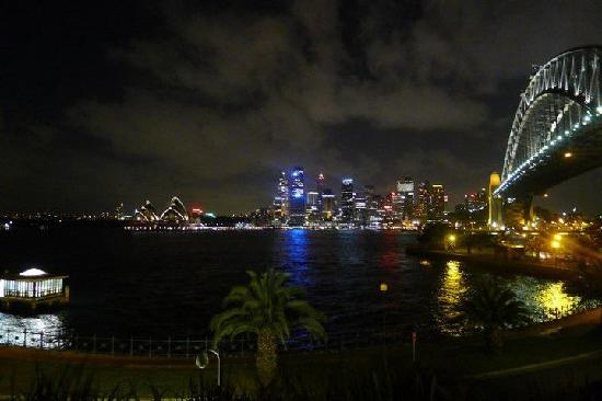 Kirribilli Village Apartments Sydney : Walk down a bit from apartment is this view