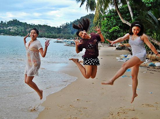 Elsa's Beach Resort : Jumpshot at the shore