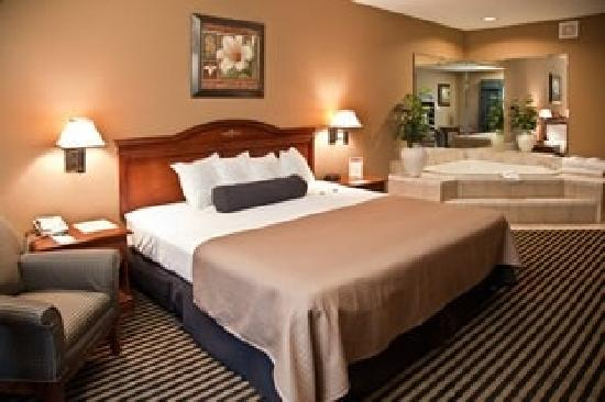 Mountain Inn & Suites: King Jacuzzi suite