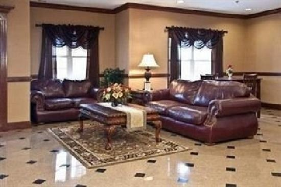 Mountain Inn & Suites: Lobby2