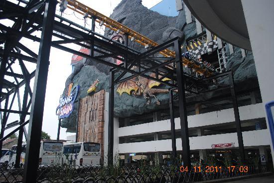 Hotel Jelita Parahyangan: trans studio theme park near bandung super mall