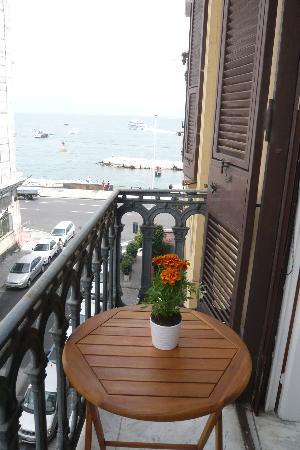 Latomare: vista mare dal balconcino