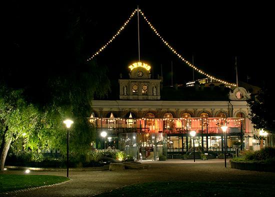 Berns Hotel by night.