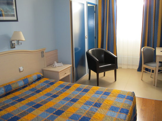Hotel Antares: Our double room