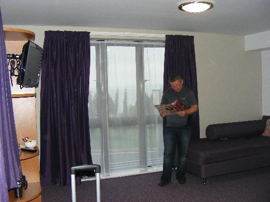 Premier Inn Torquay Hotel: big windows at the front