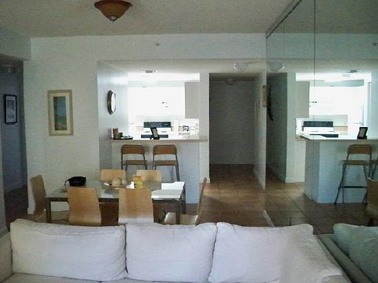 Fortune House Luxury Apartment Suites: Rooms are not small