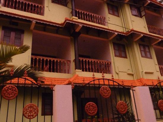 Signature Residence: отель во время заката