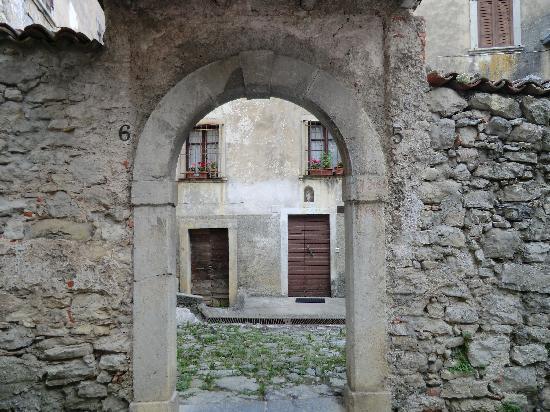 La Casa di Parpaet: gli antichi borghi nei pressi della casa