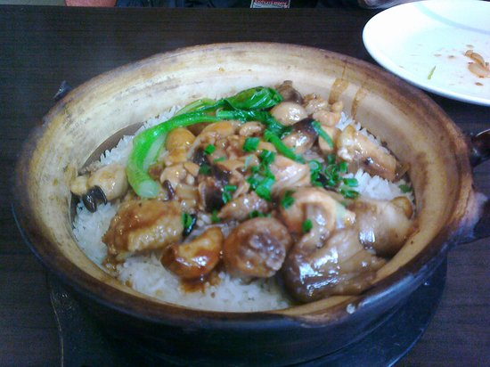 A Cha Restaurant (Sanhao Street): Chicken and mushrooms in a clay pot