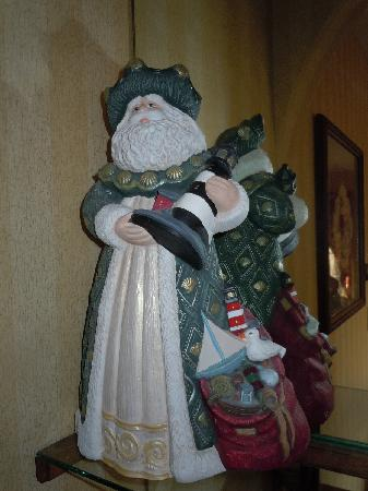 Christmas Farm Inn & Spa: Beach Santa in our room:)