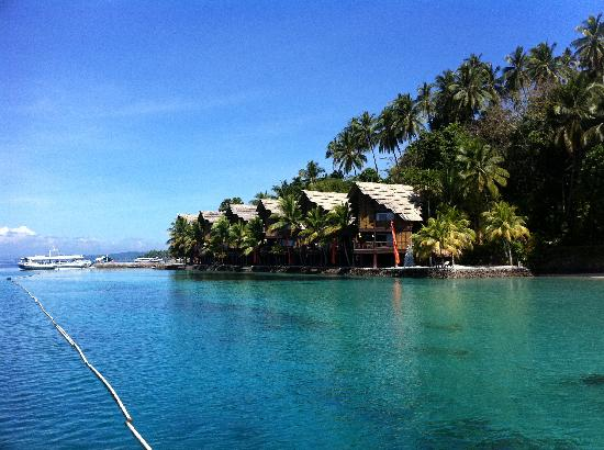 Samal Island, Filippinerna: cabins on the water...