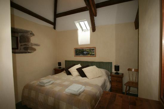 Higher Lank Farm: master bedroom at bo peep cottage