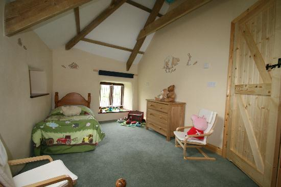 Higher Lank Farm: child's bedroom at humpty dumpty cottage