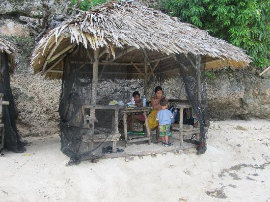 Initao, Filipinas: free cottage came with room
