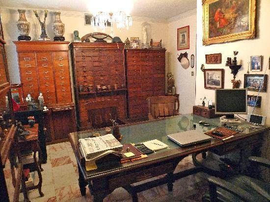 Cocina de tienda picture of hq antiguedades y for Antiguedades de oficina
