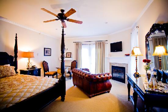 The French Manor Inn and Spa: Spa Suite with Fireplace, Jacuzzi and Balcony View