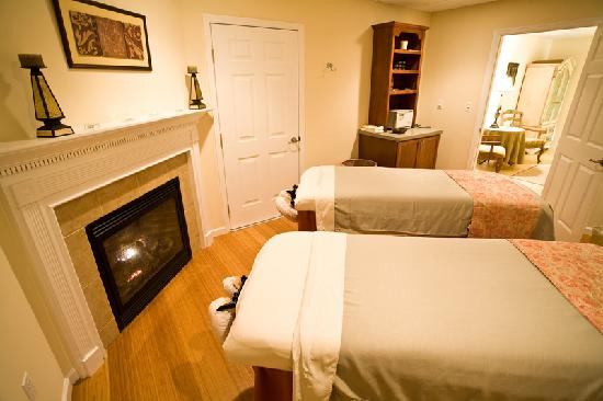 The French Manor Inn and Spa: Couples Massage at our onsite Le Spa Foret