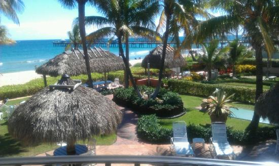 High Noon Beach Resort : View from room 6 balcony-it really is gorgeous!