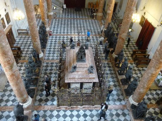 Hofkirche: Maximilian I empty tomb