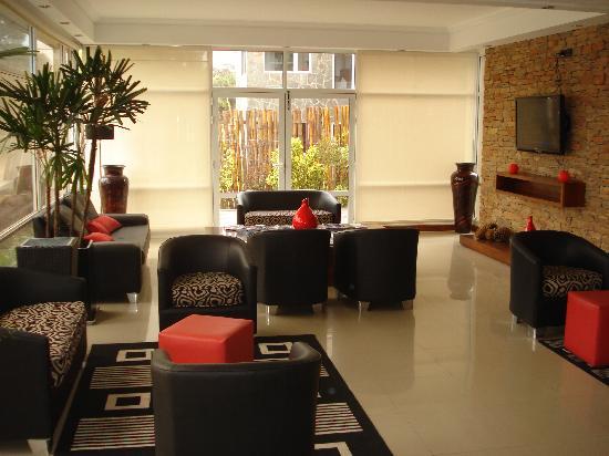 Q Inn Apart Hotel & Spa: Recepción
