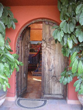 Casa Puesta Del Sol: Front Entrance